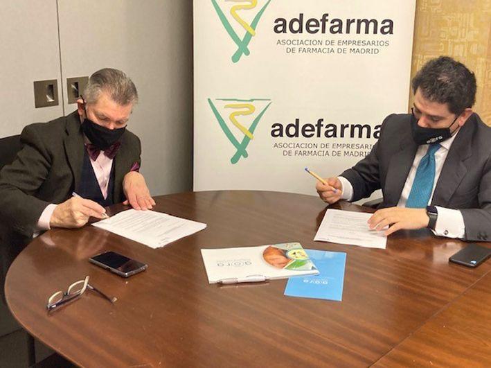 Foto de Firma del acuerdo entre AORA y Adefarma